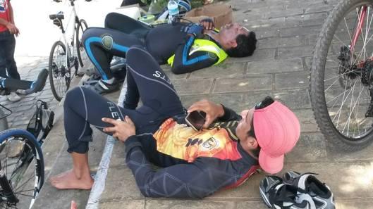 Parada providencial para breve descanso no posto do km 100 em Tabocas do Brejo Velho.